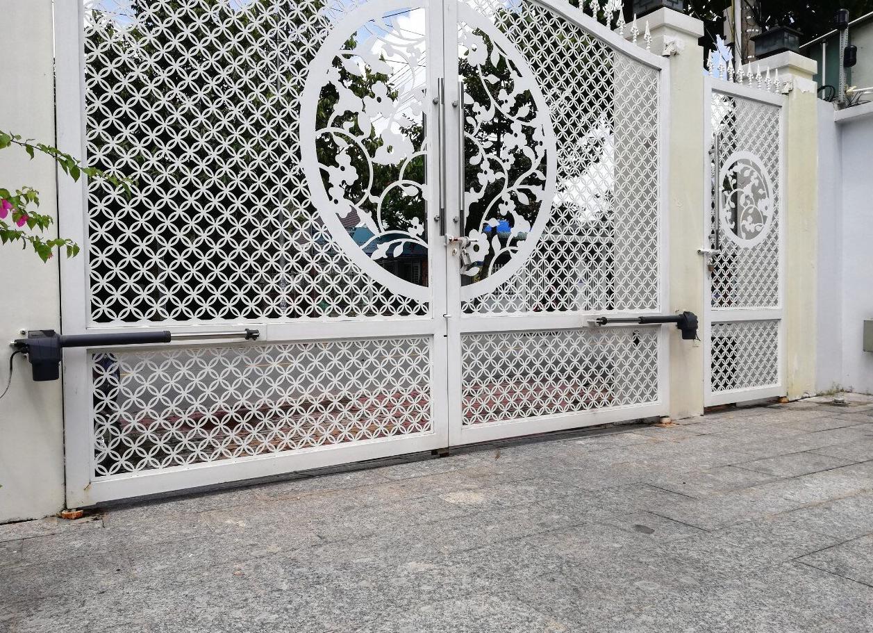 Lắp đặt cửa cổng mở tự động sẽ giúp ngôi nhà của bạn trở nên an toàn hơn
