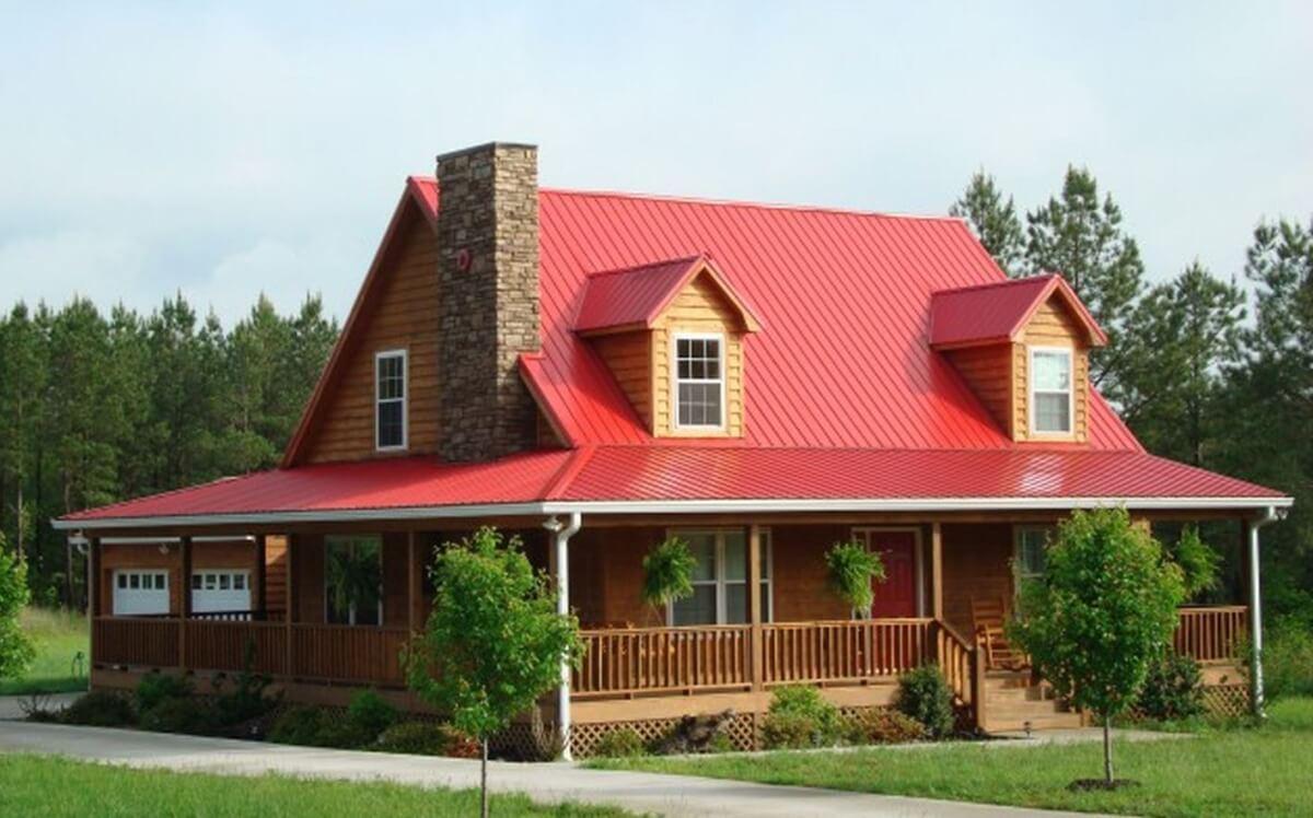 Nhà thiết kế độc đáo với mái tôn cách nhiệt màu đỏ đậm