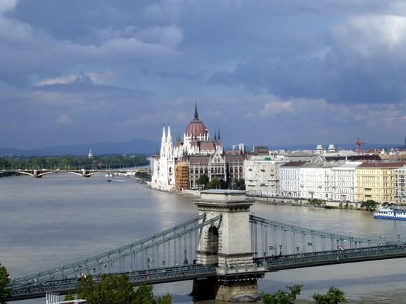 budapest-parliament-1211119.jpg