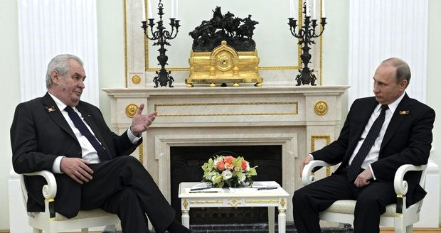 Zeman a Putin při jednání.jpg