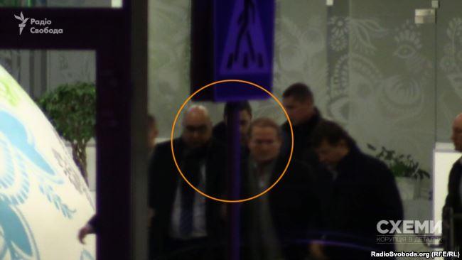 Віктор Медведчук та Нісан Моісеєв 14 листопада 2016 року у аеропорту «Київ»