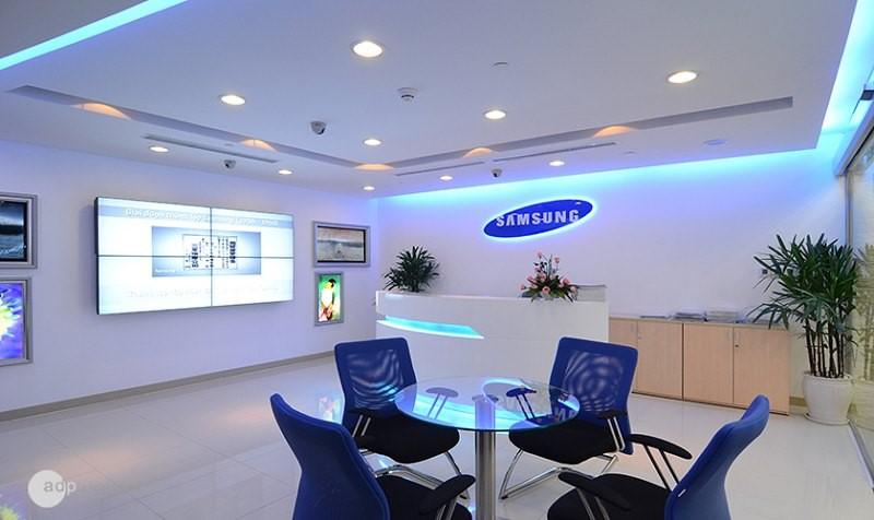 Không gian và nội thất mang tông màu đặc trưng của Samsung