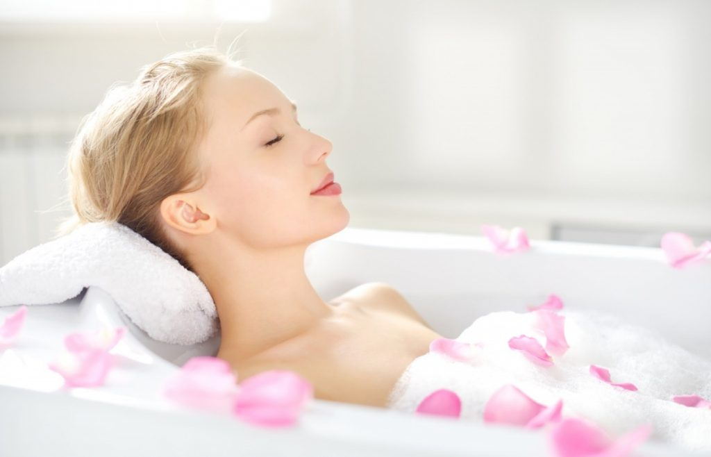 Thư giãn khi hiệu quả khi tắm nước nóng