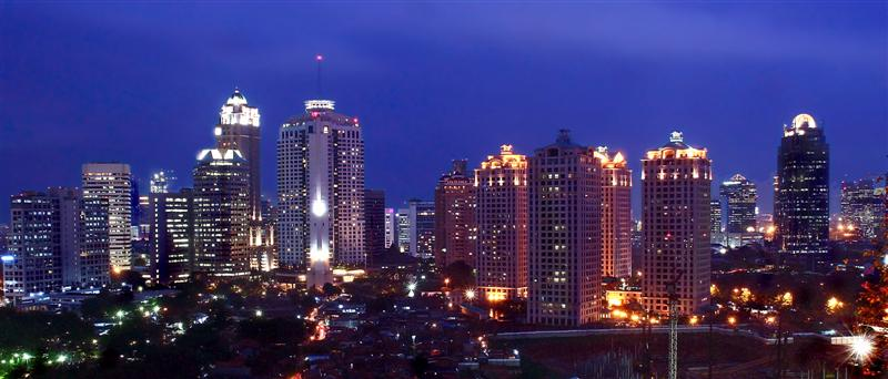 https://upload.wikimedia.org/wikipedia/commons/9/96/Jakarta_Skyline_by_judhi.jpg