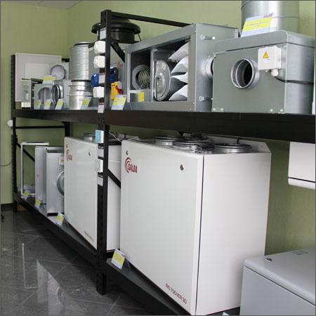 Демонстрационный зал оборудования для систем вентиляции воздуха.