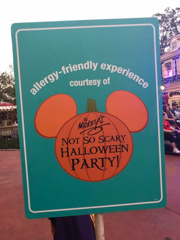 When you trick-or-treat with your teal bag, you'll receive a teal token at the treat stations. Later on, you can redeem these teal tokens at the Allergy-Friendly Centers for special treats!