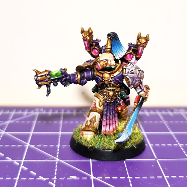 A Noise Marine champion, a space marine in cream and purple armour, with a backpack sculpted of several screaming mouths.