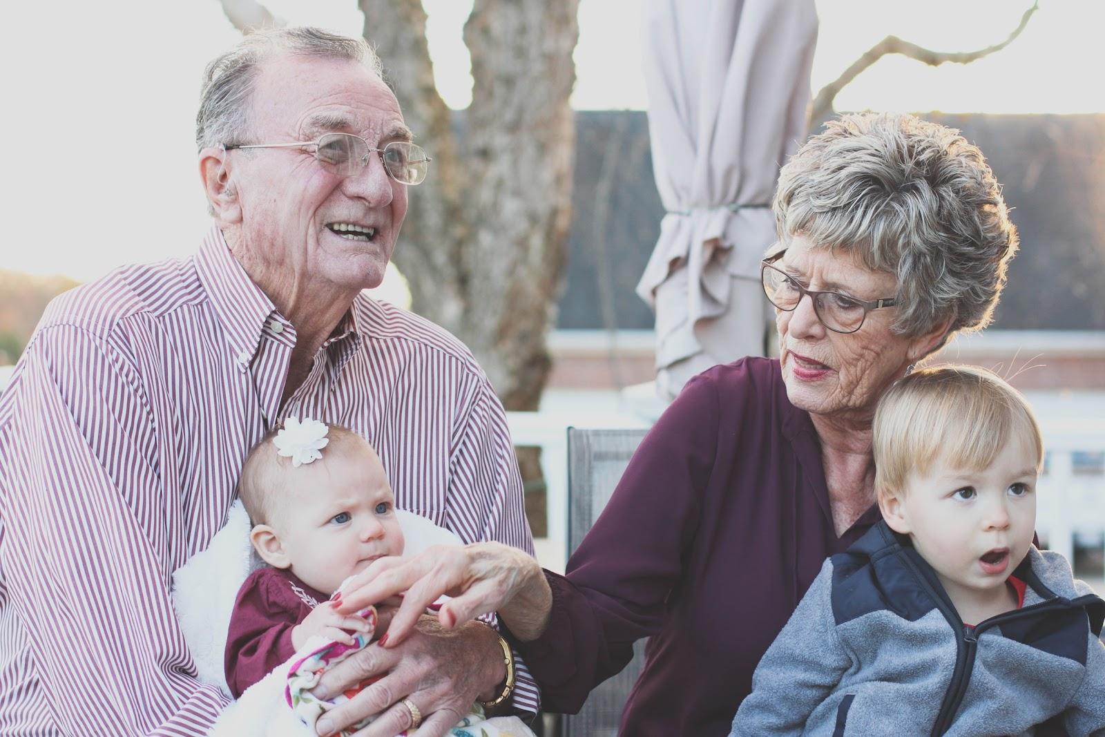 O ambiente acessível para os idosos possibilita mais vida e diversidade no meio urbano. (Fonte: Pexels)