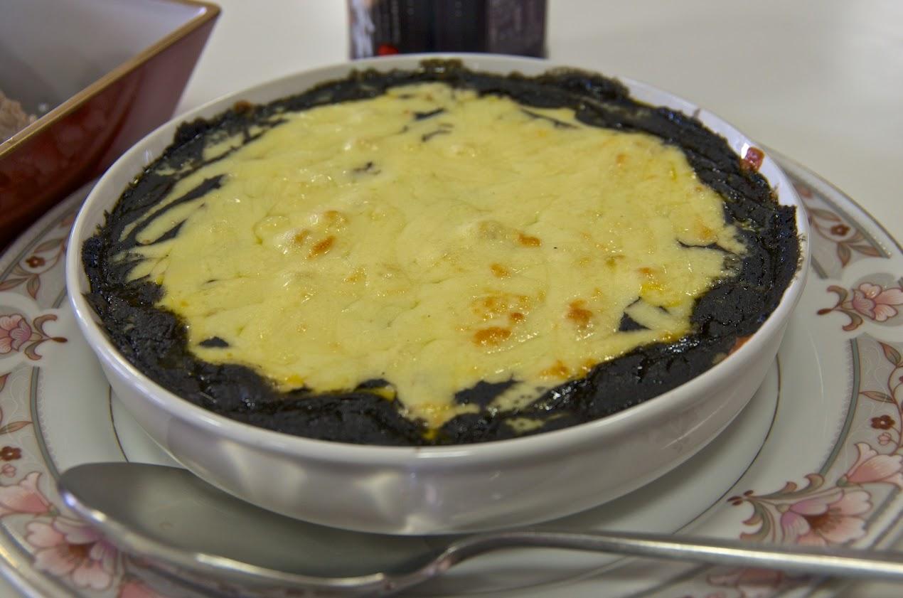 黒千石御飯と焼きチーズ黒カレー添え
