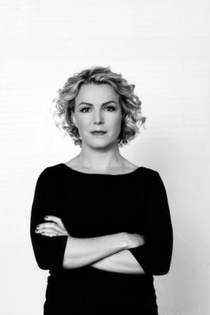 C:\Users\Françoise\Documents\UNE TERRE UN  AILLEURS 2019\L'ÎLE\sigridur-hagalin BJOMSDOTTI portrait.jpg