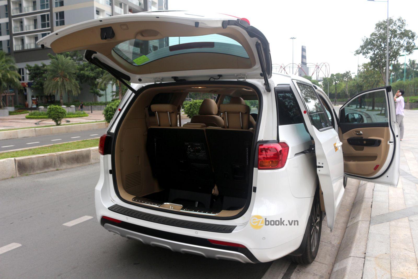 Xe 7 chỗ dành cho du lịch có cabin rộng chứa hành lý