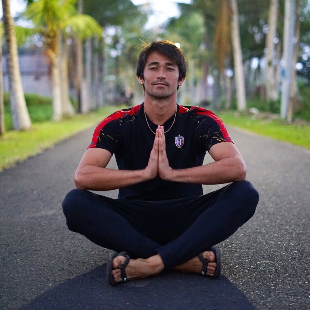 Gavin Kwan Adsit praying as a player of Bali United