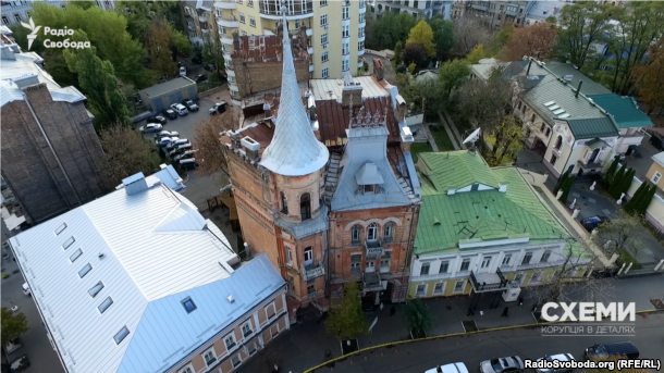 Садиба Підгорського (так званий «Замок барона») у центрі Києва на Ярославовому Валу. Будинок кінця XIX століття