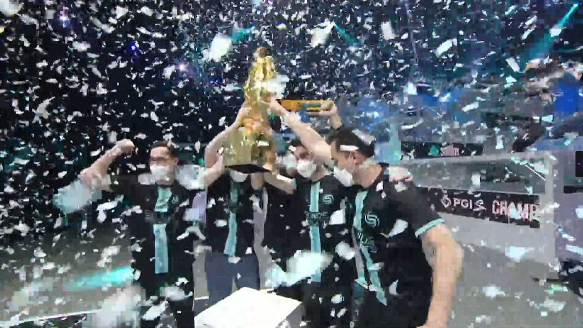 Soniqs lifts the champions' trophy after becoming the PGI.S 2021 champions