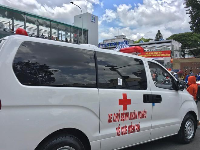 'Gã từ quan' Đoàn Ngọc Hải lái xe cứu thương chở dân nghèo - Ảnh 2