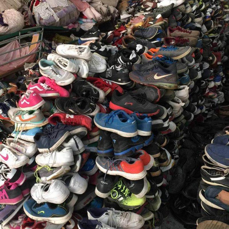 Có  nên buôn bán giày dép hàng thùng