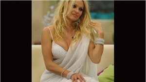 4. Pamela Anderson gave out an indian attire which was pretty hot.