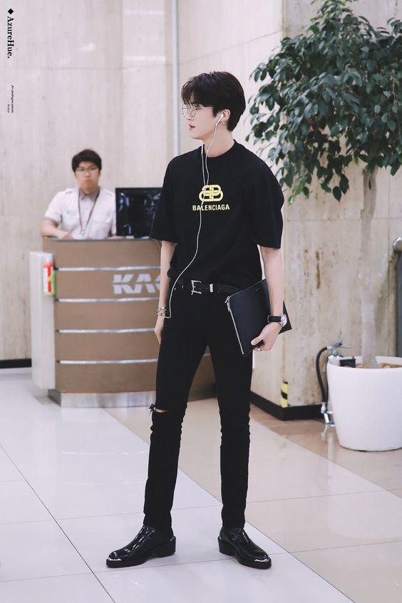 Phối áo thun đen nam với quần jean đen đẹp