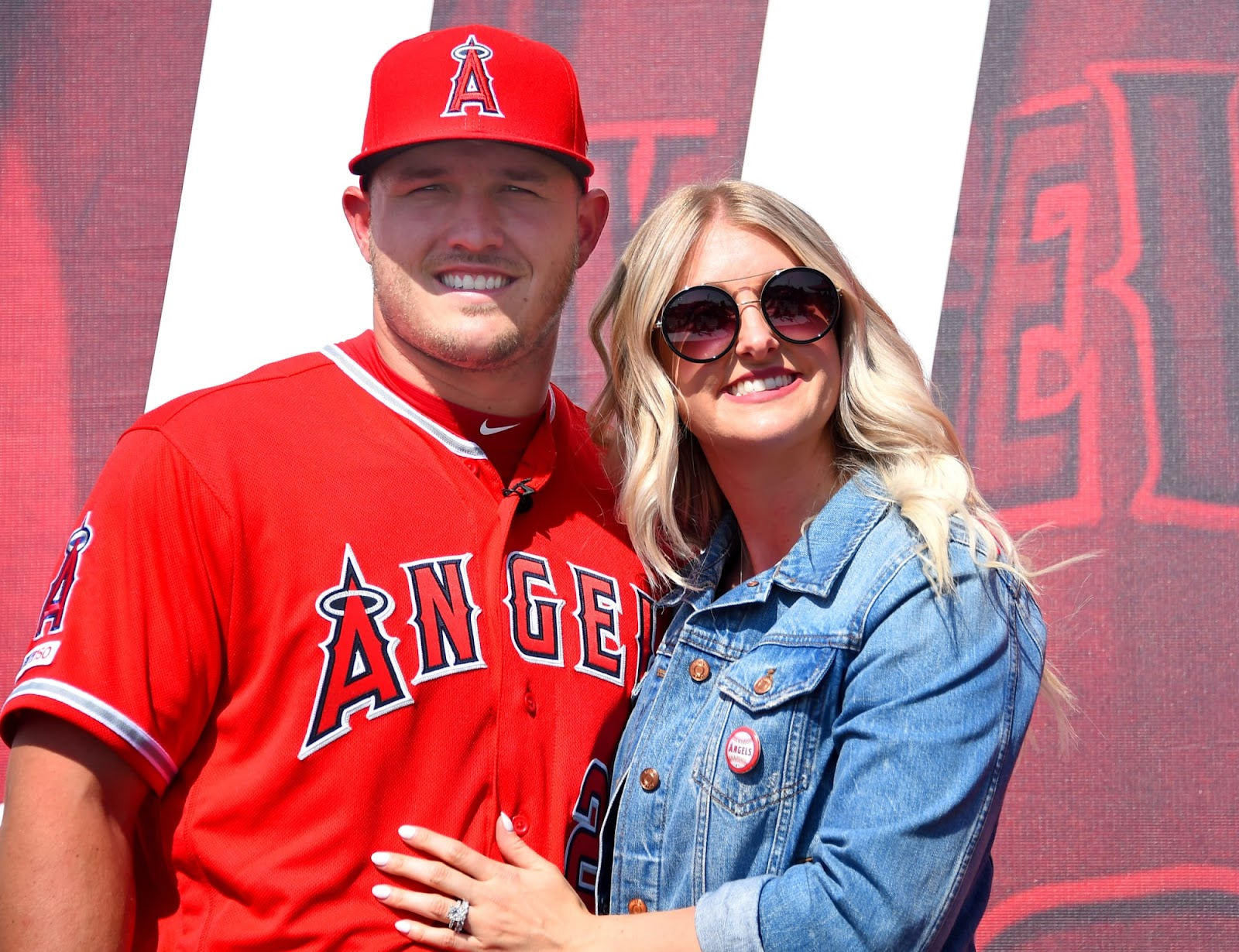 A Golden Hearted Jessica Cox, Mike Trout's Wife - jessica cox mike trout