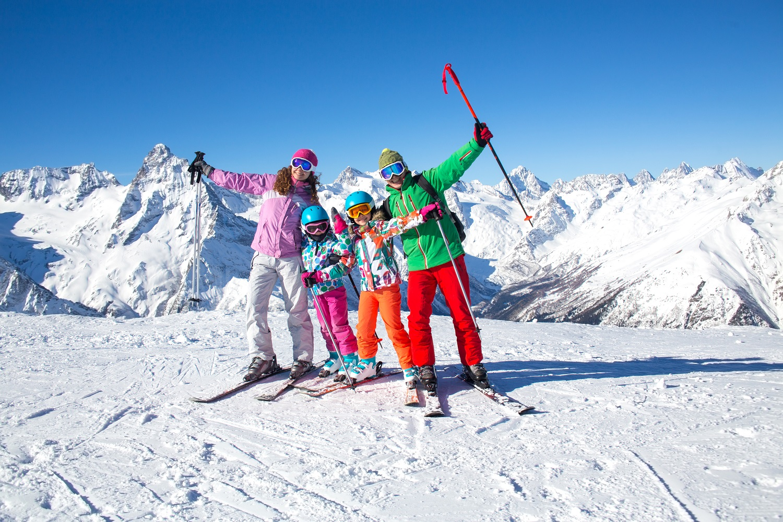 Familia en su viaje de esquí