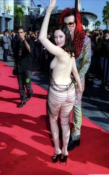 Rose McGowan, 1998 MTV Video Music Awards