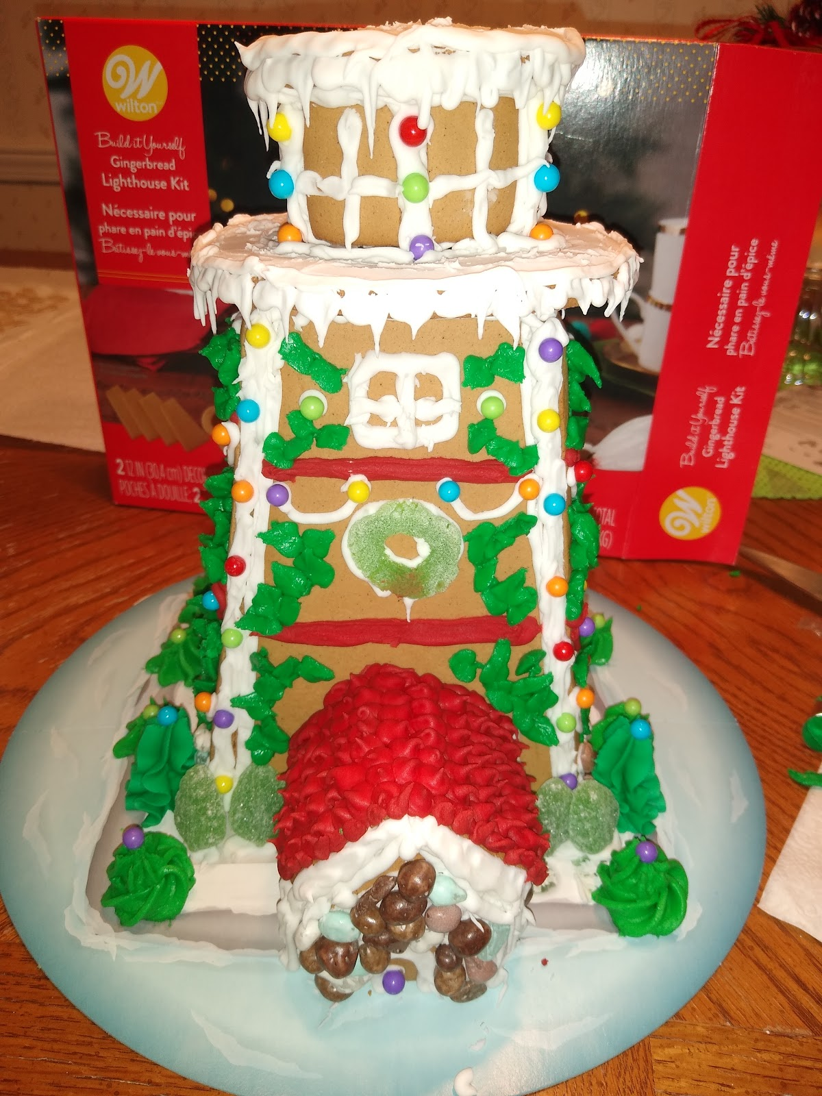 gingerbread house with ivy leaves
