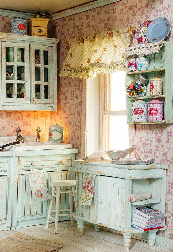 Lepattogott a festékintage stílusú konyhában - erre rásegíthetünk antikolással