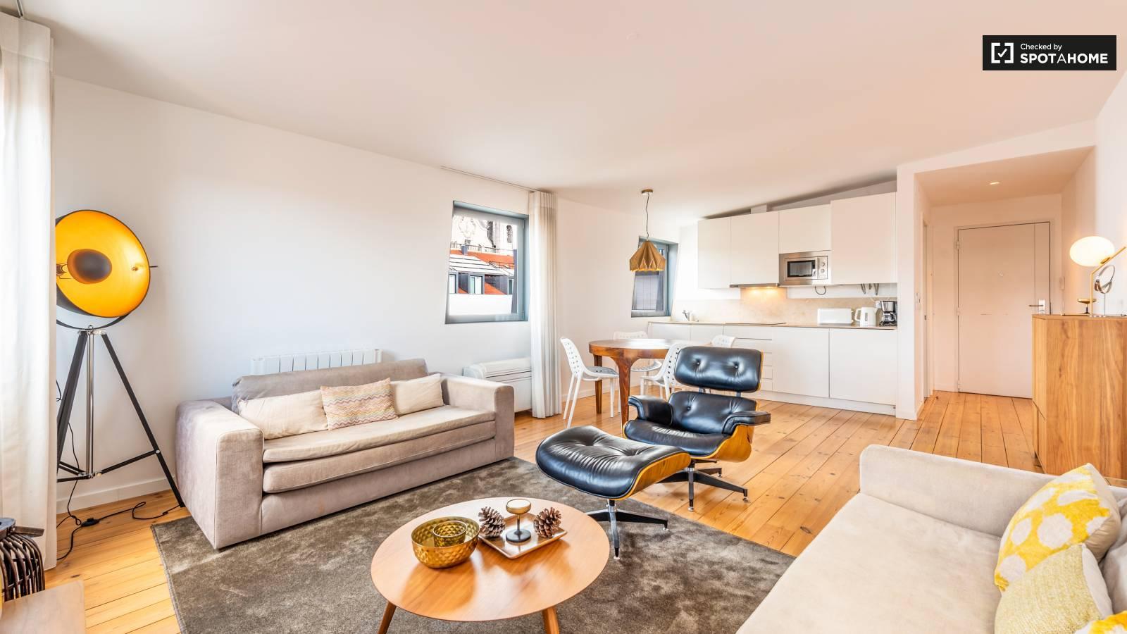 Lujoso y moderno salón-cocina en un apartamento de Lisboa