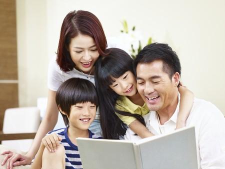 Đọc sách cùng con là hoạt động thú vị, giúp con học hỏi hiệu quả