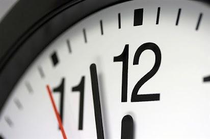 Ρολόι που χρονολογείται από τον εχθρό σε απευθείας σύνδεση