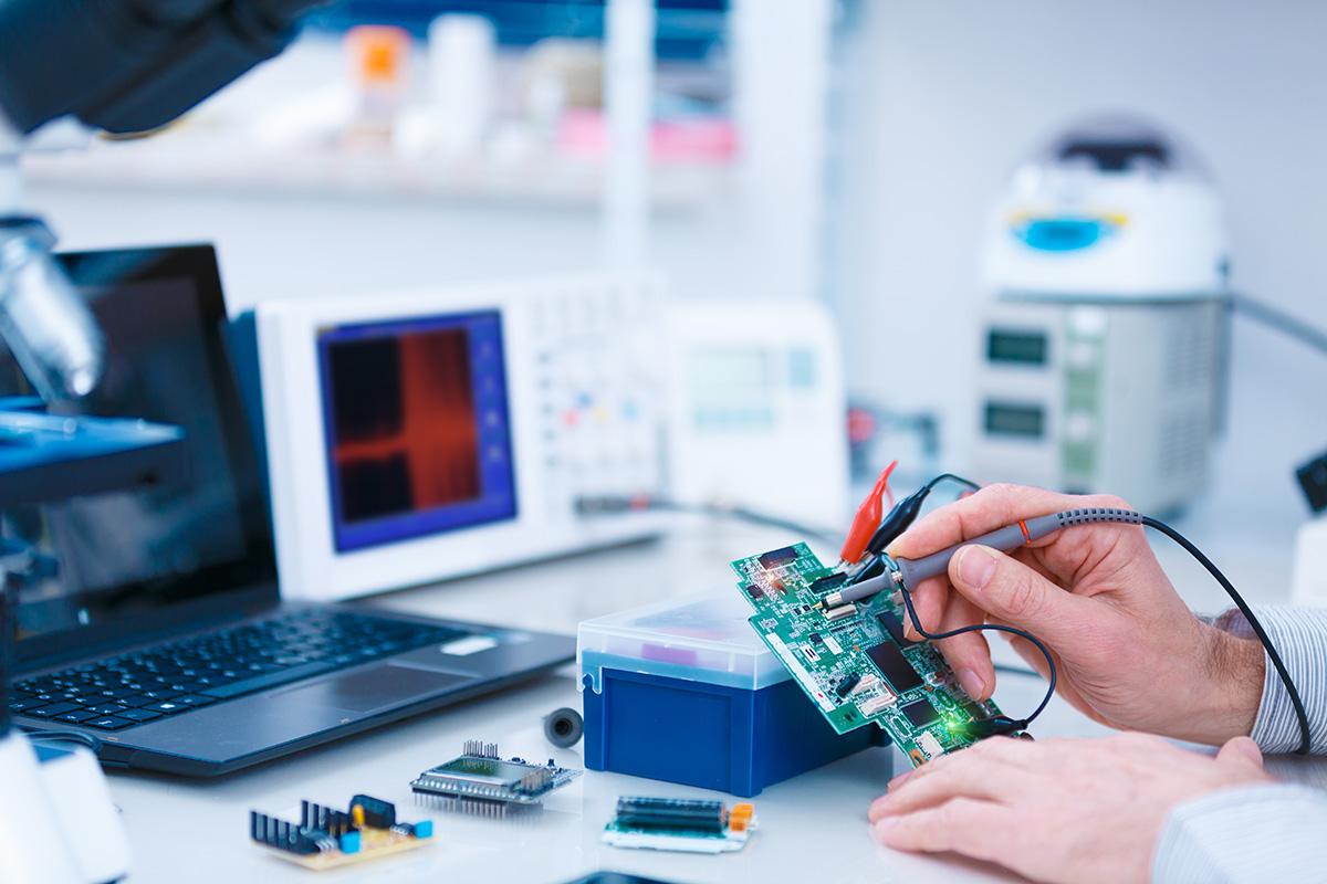 Les dispositifs de tests des PCB automatisent votre processus de qualification et éliminent la plupart des tests manuels.