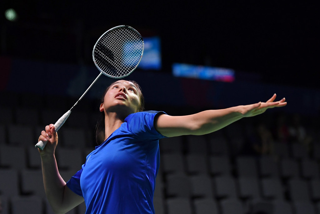 A player appears as though she is going to smash or clear the shuttlecock.  This is the appearance you will want to give when hitting a drop shot.