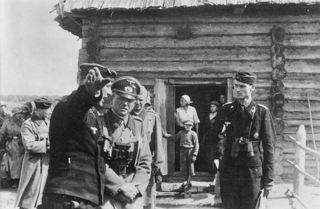 Нацистский генерал Гейнц Гудериан вблизи Киева в августе 1941 года
