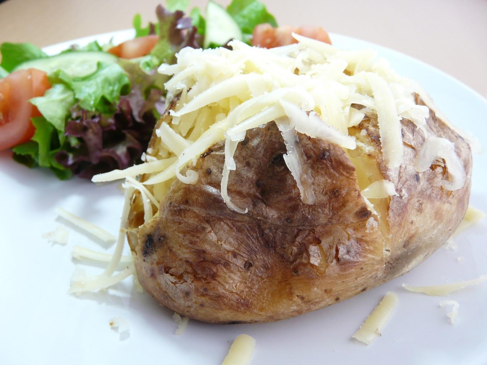http://www.publicdomainpictures.net/pictures/50000/velka/jacket-potato-baked-potato.jpg