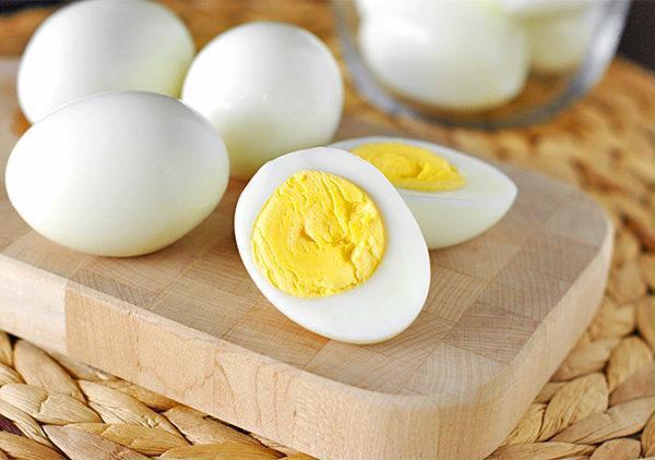 Giải bùa yêu bằng trứng luộc.