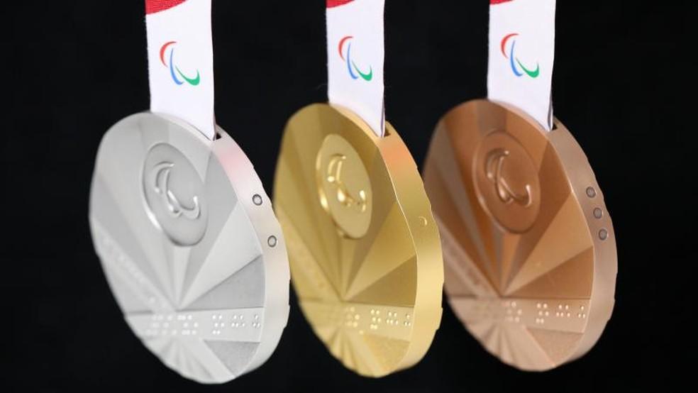 Medalhas acessíveis.