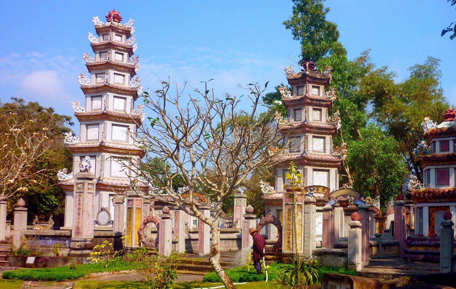 Vietnam pagoda - adventure riders