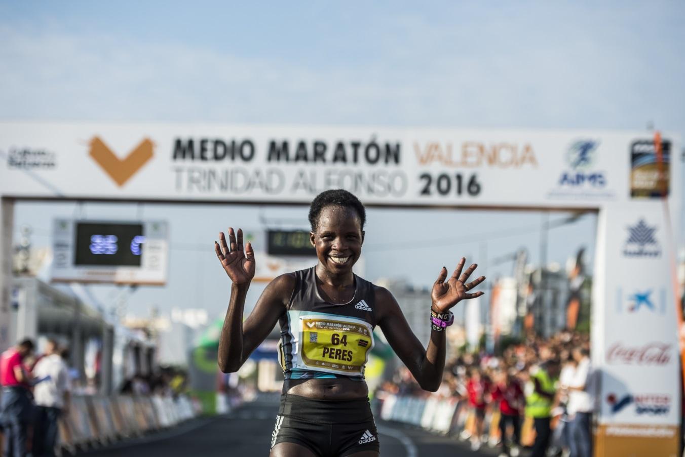 Resultado de imagen de media maraton de valencia Peres Jepchirchir