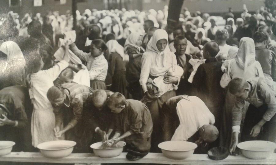 ЧИСТОТА И ПОРЯДОК: Шведские дети моют руки перед едой