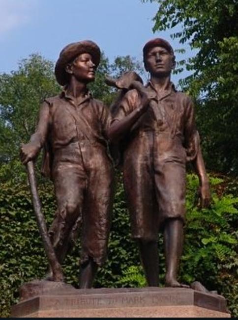 Tom & Huck Statue.png