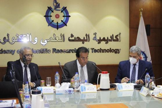 ربما تحتوي الصورة على: ٢ شخصان، أشخاص يجلسون، طاولة ومنظر داخلي، نص مفاده 'والتكنولو العلمي البحث أكاديمية demy ientific Researc Technology'