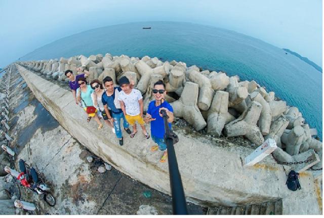 Lịch trình đi du lịch cô tô ngày thứ 2 với việc tham quan đá Cầu Mỵ và tắm biển tại các bãi tắm nổi tiếng