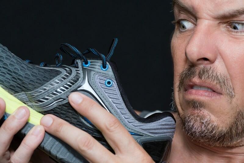 Ngâm chân cùng nước nóng và một số loại thảo mộc giúp bạn khắc phục tình trạng hôi chân