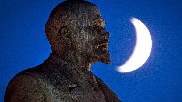 Lenin statute in Germany.jpg