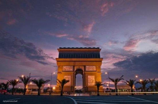 Monumen Simpang Lima Gumul - Picture of Simpanglima Gumul Monument, Kediri  - Tripadvisor