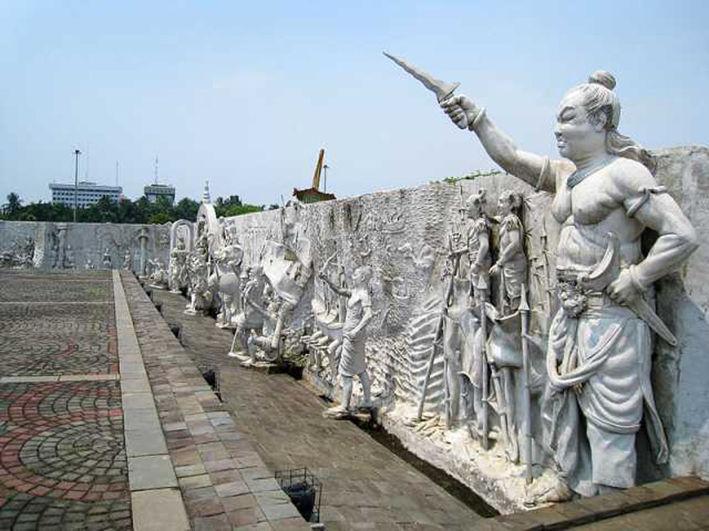 sculpture national monument museum jakarta