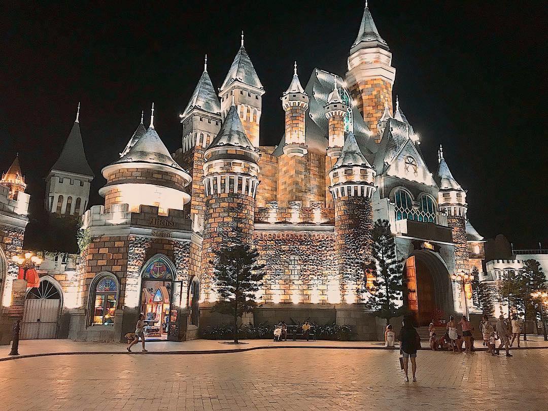 Vinpearl-Land-Nha-Trang-castle