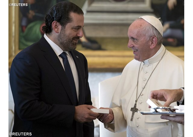 Pope Francis exchanges gifts with Prime Minister of Lebanon Saad Hariri during a private audience at the Vatican, October 13, 2017 - REUTERS