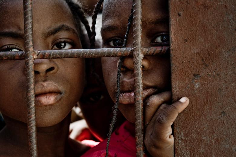 https://cjaye57.files.wordpress.com/2010/02/children-hungry-port-au-prince-haiti-09.jpg