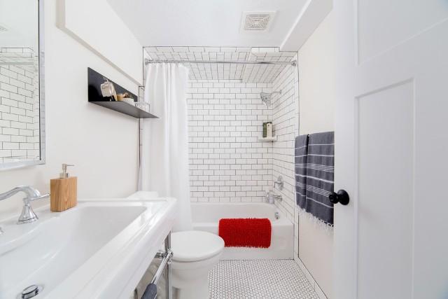 Kích thước nhà vệ sinh tiêu chuẩn vừa với thiết kế đơn giản, sang trọng